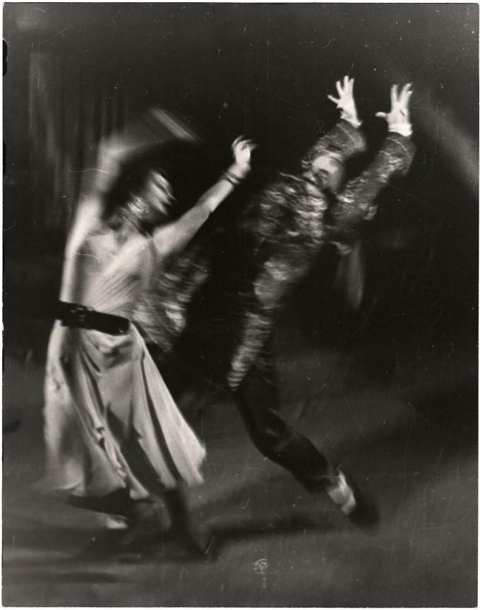 Fotó: Escher Károly: Bartók: Csodálatos mandarin, é.n. <br />HUNGART © 2020<br />A fotót a Magyar Fotográfiai Múzeum gyűjteményében őrzik.