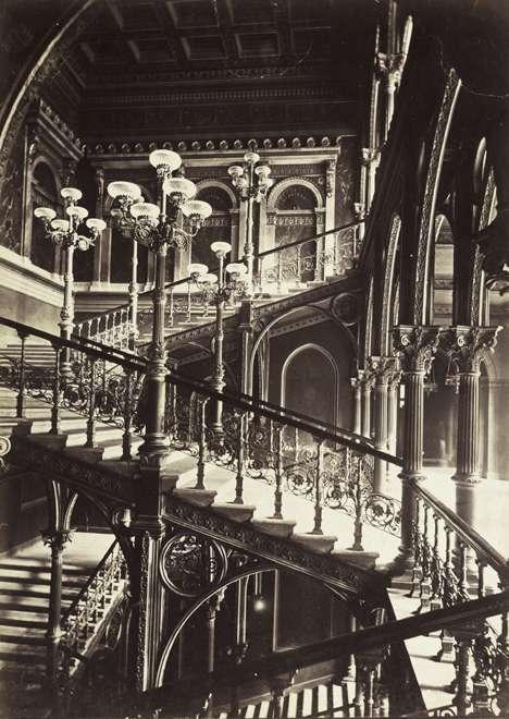 Fotó: Klösz György: Váci utca 62-64., a pesti Új Városháza lépcsőháza (Steindl Imre 1870-75). A felvétel 1878 körül készült. A kép forrását kérjük így adja meg: Fortepan / Budapest Főváros Levéltára. Levéltári jelzet: HU.BFL.XV.19.d.1.05.040