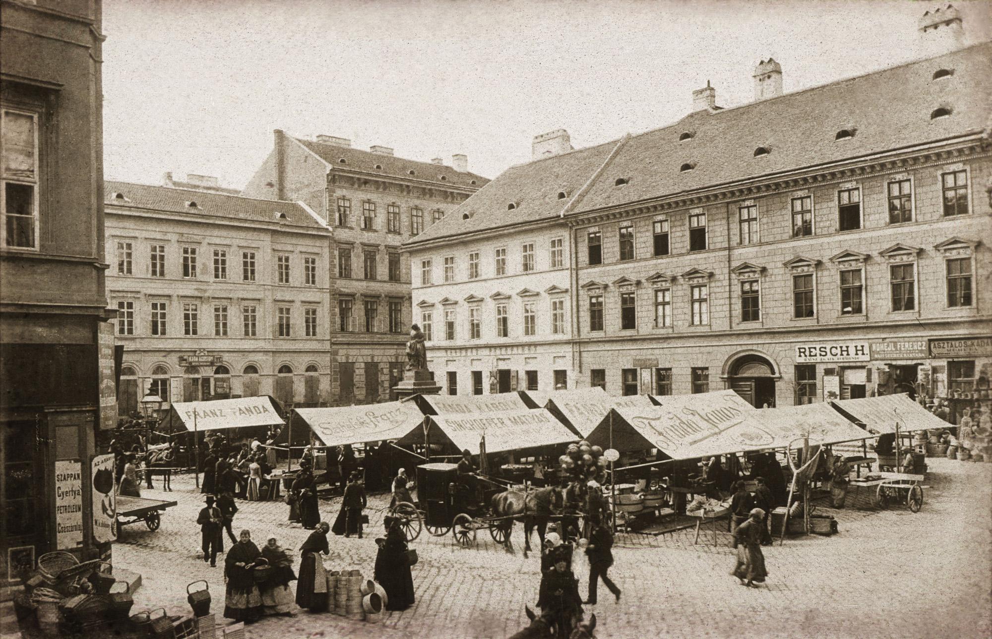 Fotó: Klösz György: Hal tér, 1895 (Kisképző Digitális Fotótár)