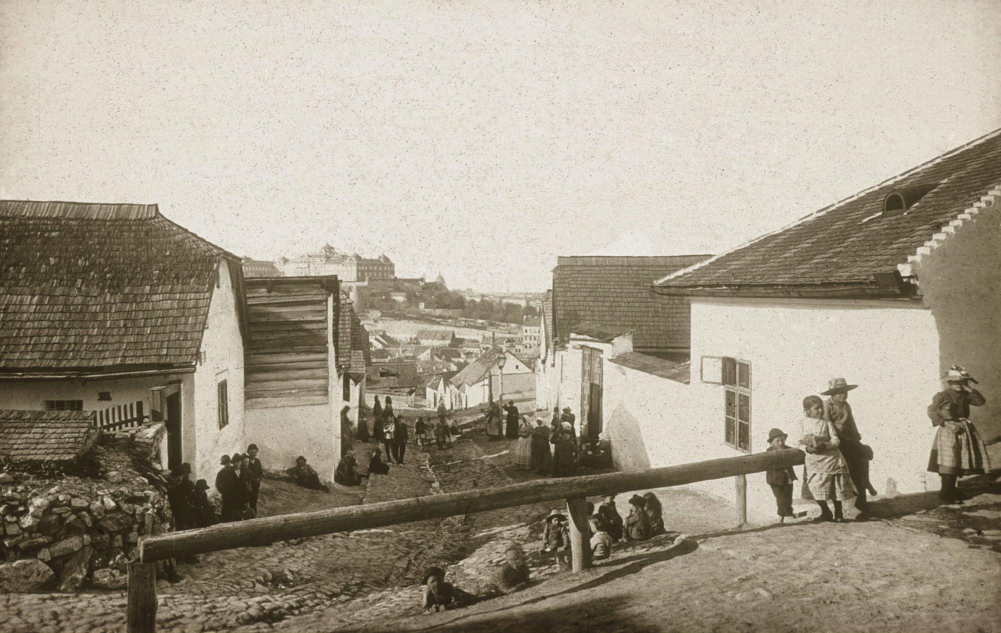 Fotó: Klösz György: Az egykori Tabán (Szikla u.), 1890 k. (Kisképző Digitális Fotótár)