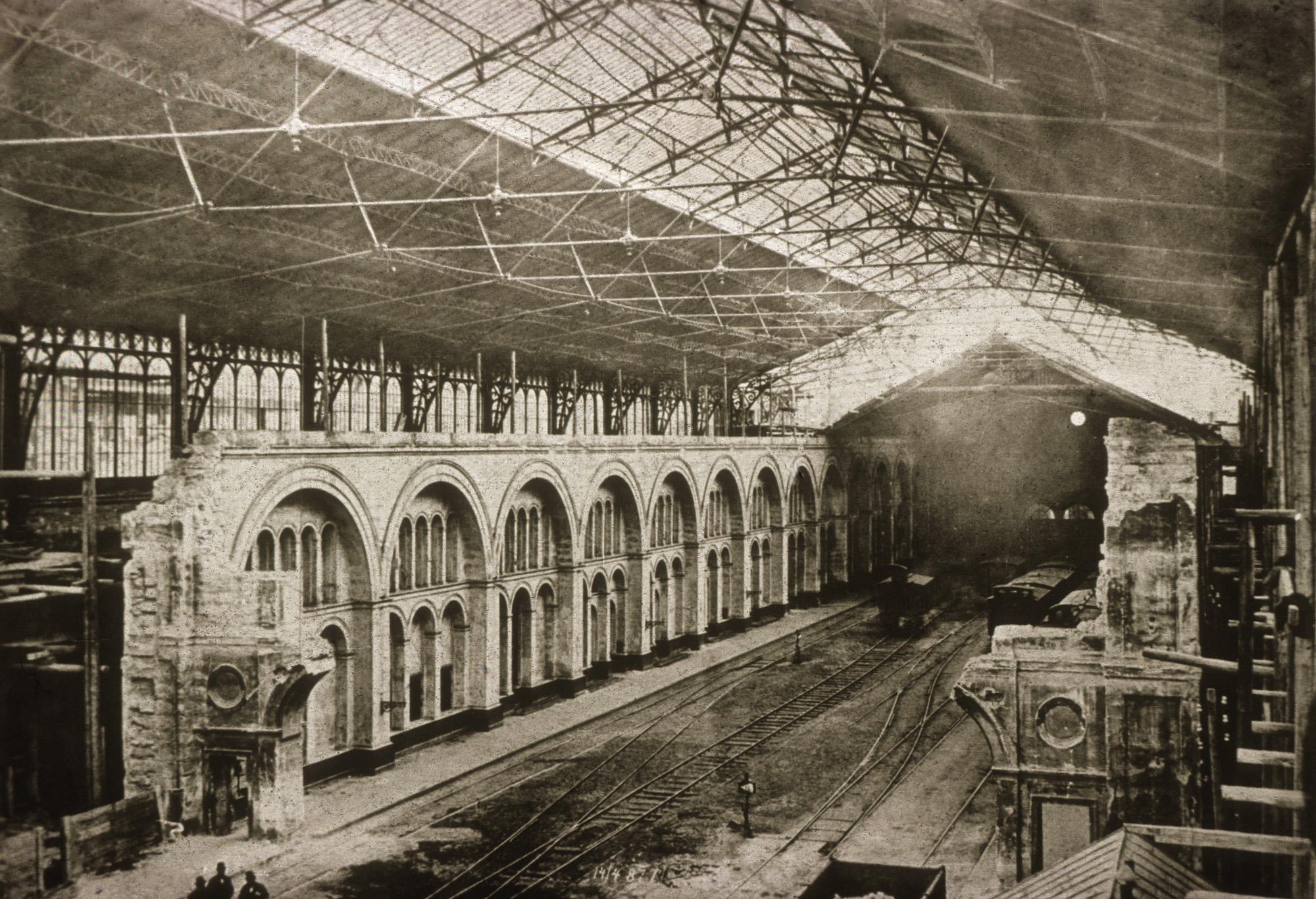 Fotó: Klösz György: A Nyugati pályaudvar építése, 1877 (Kisképző Digitális Fotótár)
