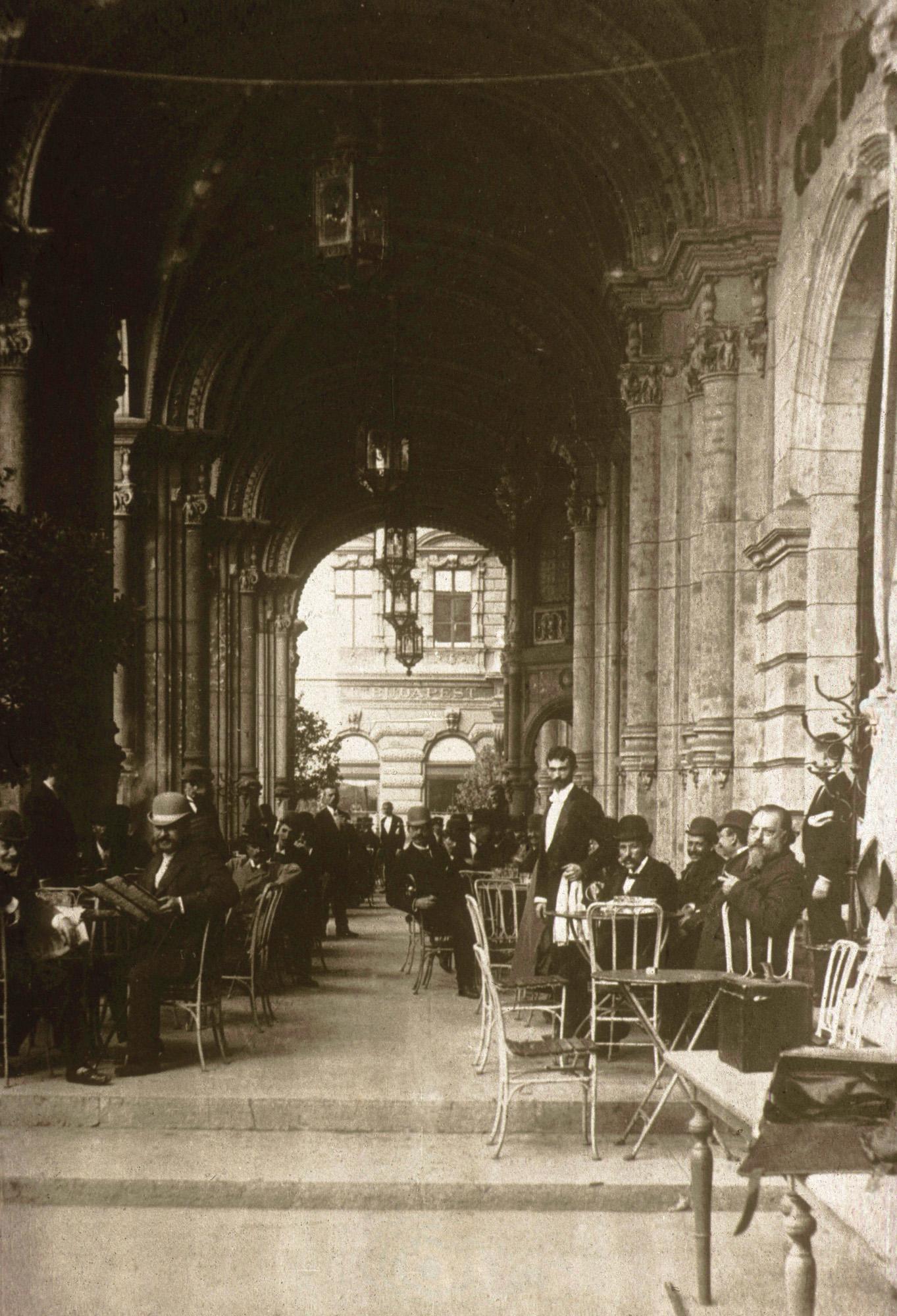 Fotó: Klösz György: A Reitter kávéház, 1896 (Kisképző Digitális Fotótár)