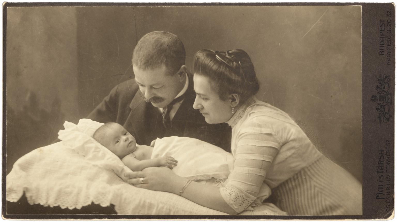 Fotó: Mai Manó: Finaly Gábor és családja, 1895 © Magyar Fotográfiai Múzeum