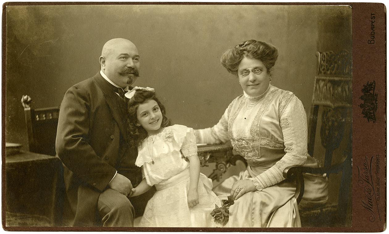 Fotó: Családi csoportkép, 1910 k. © FSZEK Budapest Gyűjtemény, Fotótár
