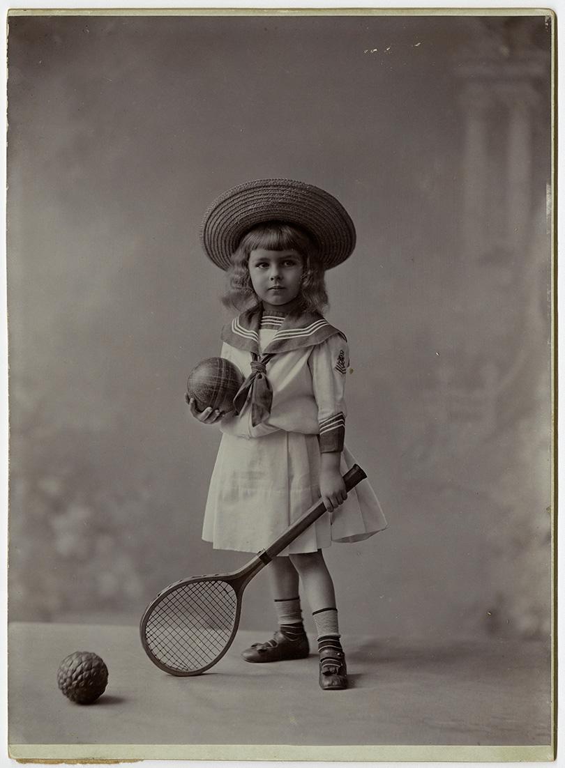 Fotó: Mai Manó: Baron Jeszenszky labdákkal 1905 k. © FSZEK Budapest Gyűjtemény, Fotótár
