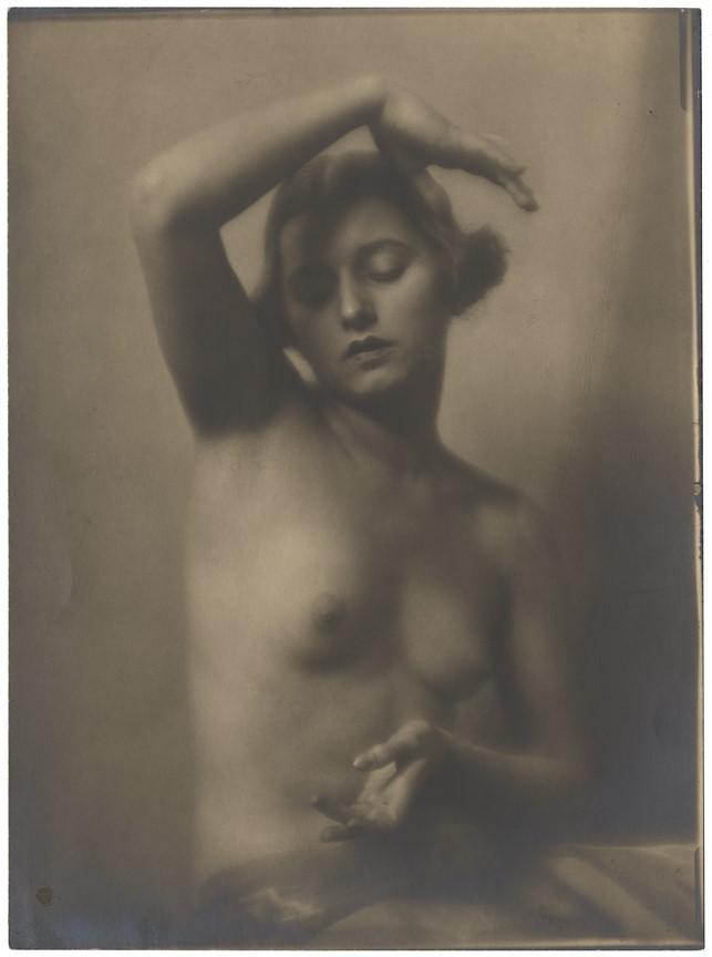 Fotó: Máté Olga: Félakt. 1920 © Magyar Fotográfiai Múzeum