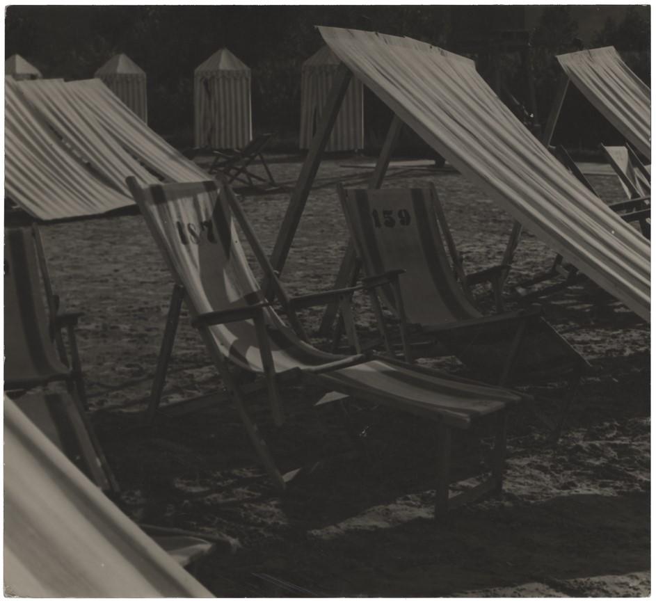 Fotó: Máté Olga: Strand napozója 1930 k. brómezüst zselatin © Magyar Fotográfiai Múzeum