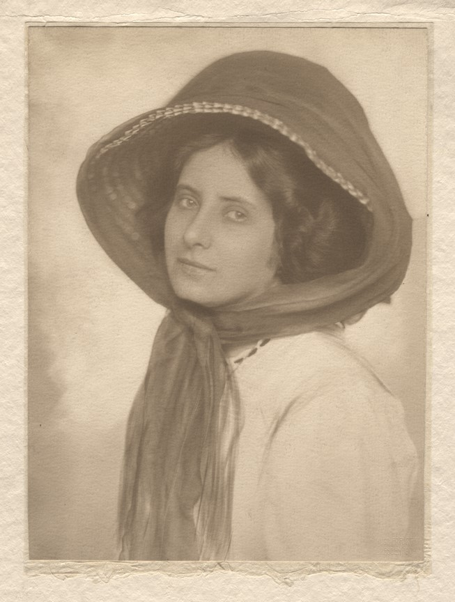 Fotó: Hugo Erfurth: Máté Olga. Drezda, 1910. pigmentnyomat © Magyar Fotográfiai Múzeum