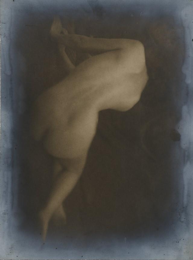 Fotó: Máté Olga: Hátakt. 1922. arisztopapír © Magyar Fotográfiai Múzeum
