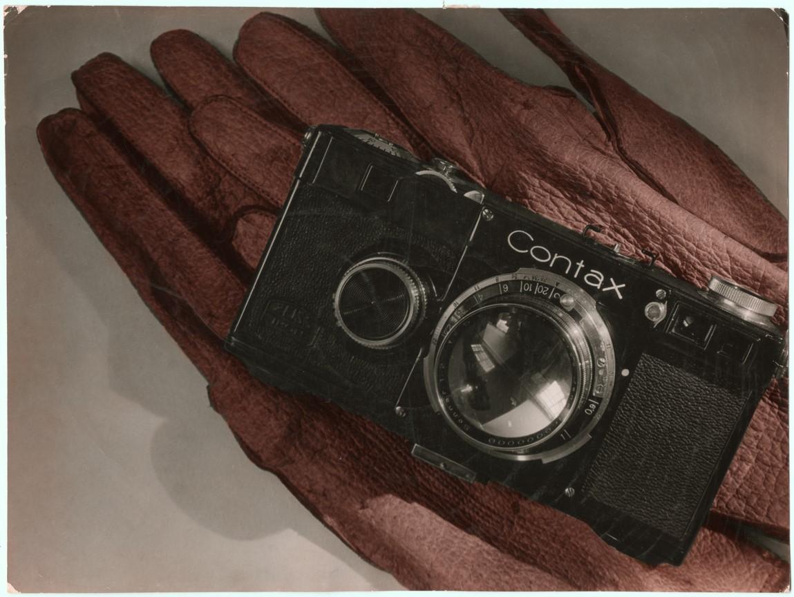 Fotó: Pécsi József: Contax reklám, 1930 © Magyar Fotográfiai Múzeum
