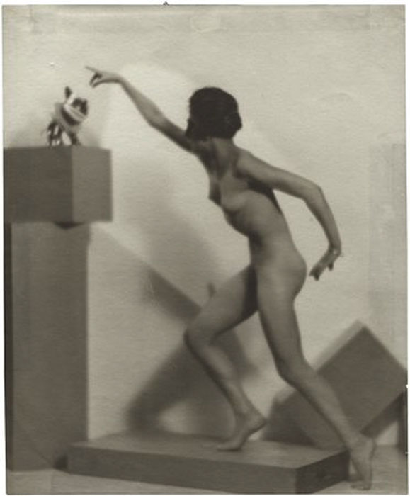 Fotó: Pécsi József: Mozdulat (Akt kockákkal), 1923 © Magyar Fotográfiai Múzeum