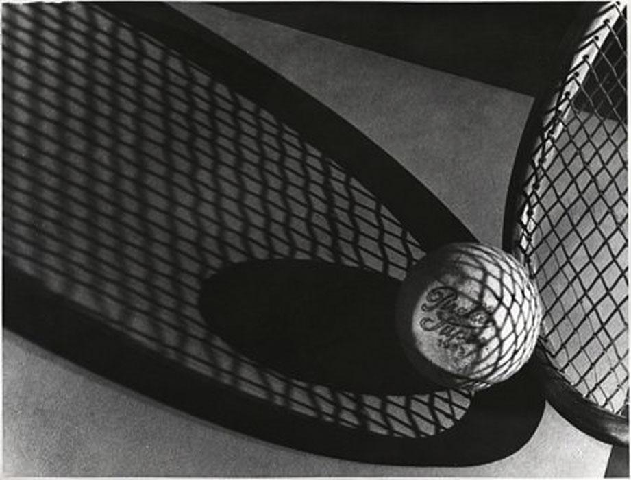 Fotó: Pécsi József: Teniszlabda, 1932 © Magyar Fotográfiai Múzeum