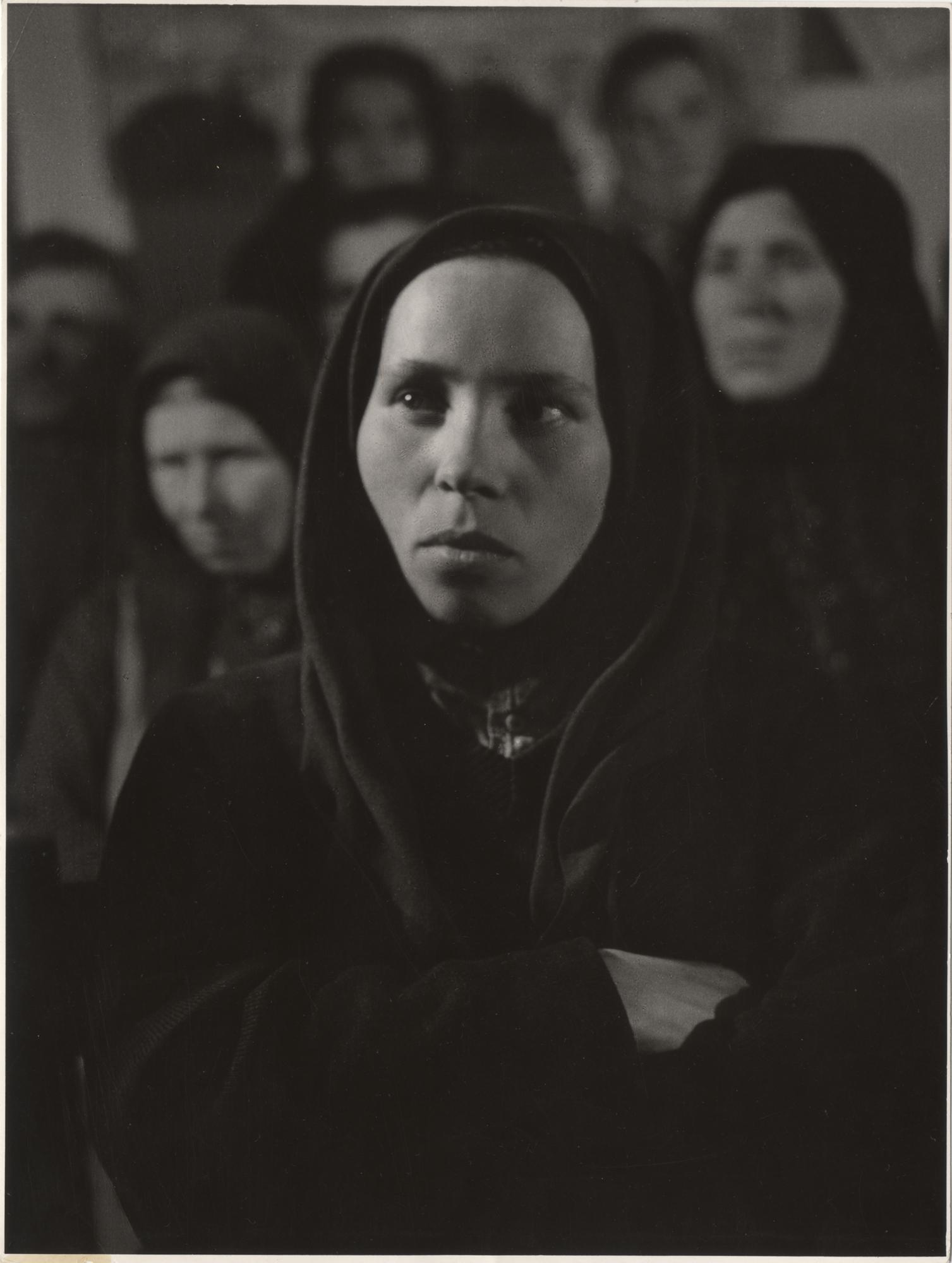 Fotó: Reismann Marian: TSZ-gyűlés Bagon, 1952 © Magyar Fotográfiai Múzeum