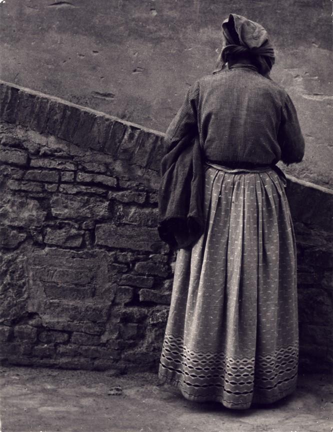 Fotó: Sugár Kata: Öregasszony. Assisi, 1936 © Magyar Fotográfiai Múzeum