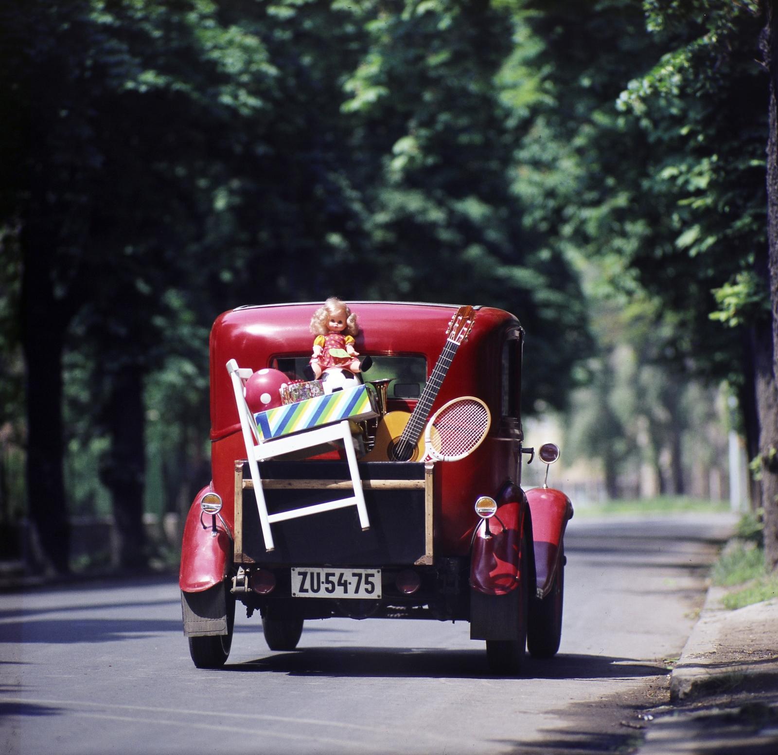 A FŐBUHÁTÓL.<br />1980<br />Fotó: Fortepan / Tóth József Füles