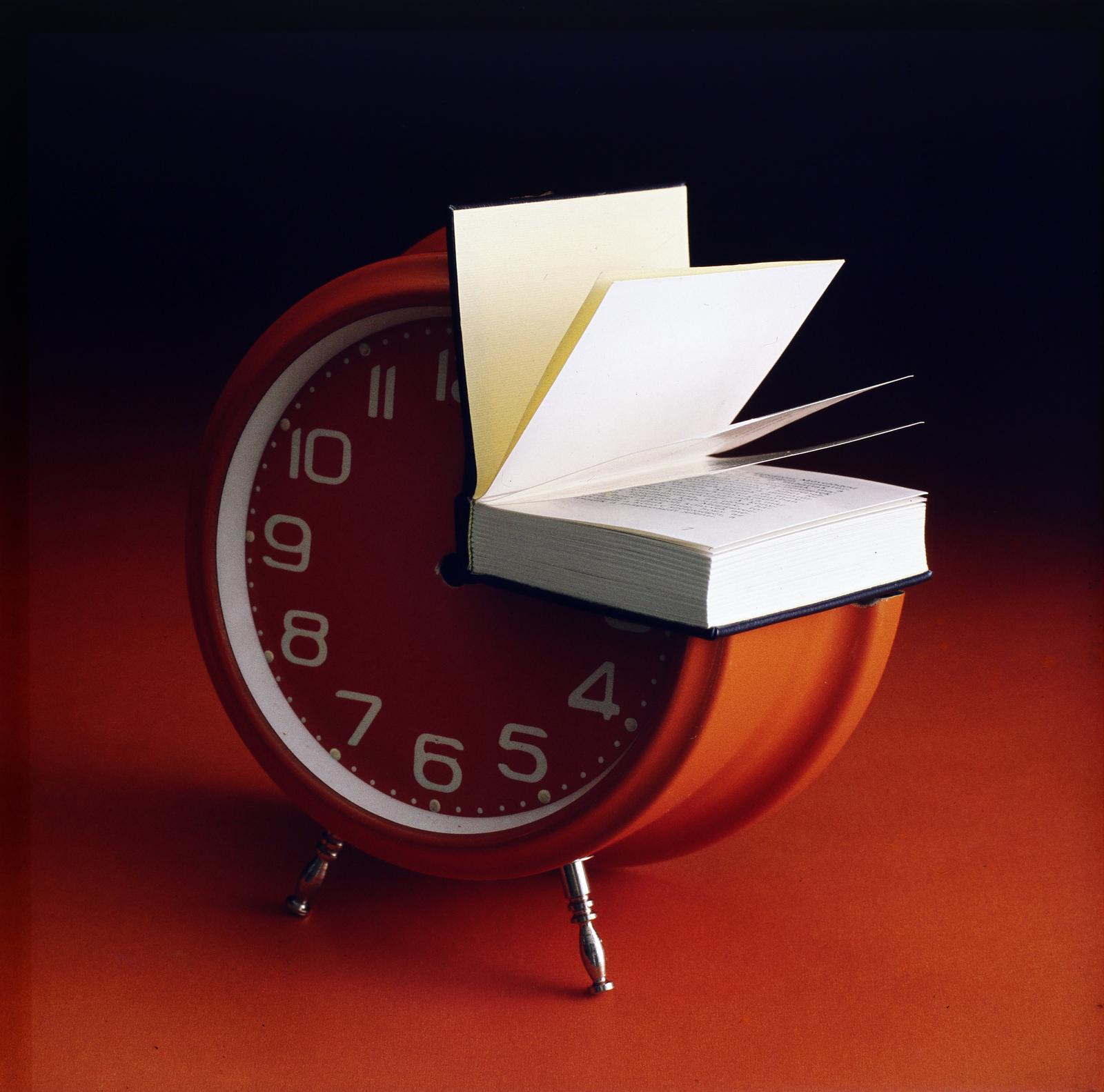 Hasznos időtöltés az olvasás.<br />1980<br />Fotó: Fortepan / Tóth József Füles