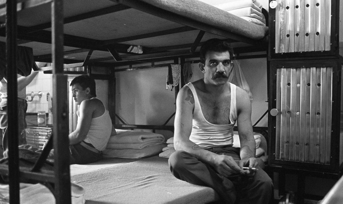Fotó: Urbán Tamás: Márianosztrai Fegyház és Börtön, elitéltek a zárkában, 1987 © Fortepan/Urbán Tamás