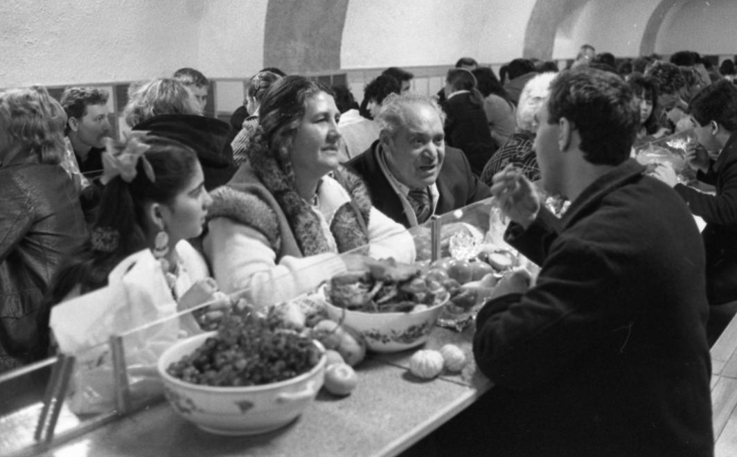 Fotó: Urbán Tamás: Márianosztrai Fegyház és Börtön, beszélő, 1987 © Fortepan/Urbán Tamás