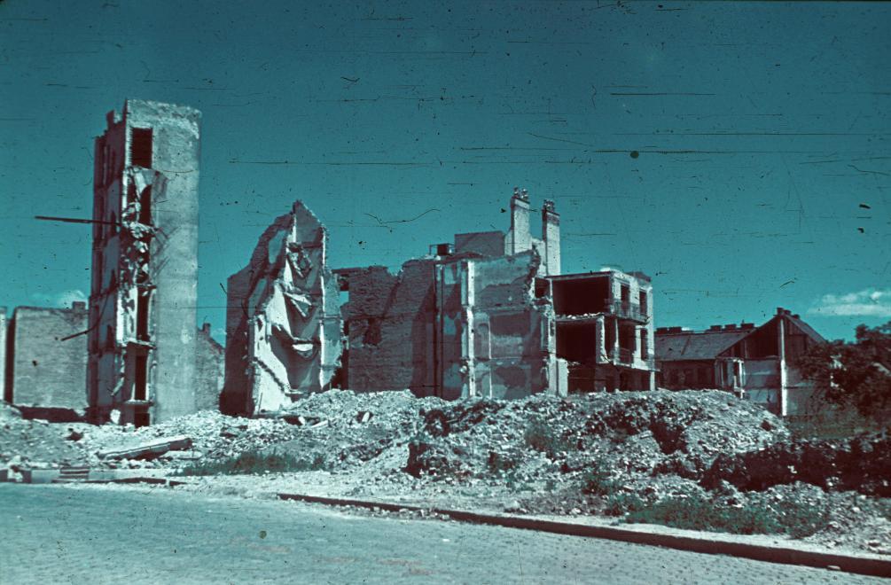 Fotó: Budapest, A Csörsz utca lerombolt házsora a Győri út és az Avar utca közötti szakaszon, 1945 © Fortepan/Schermann Ákos
