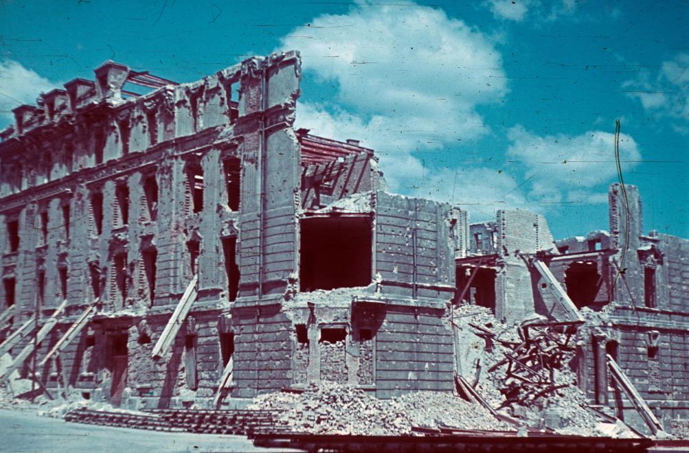 Fotó: Budai Vár, Dísz tér 1-2., a Külügyminisztérium romos épülete, 1945 © Fortepan/Schermann Ákos