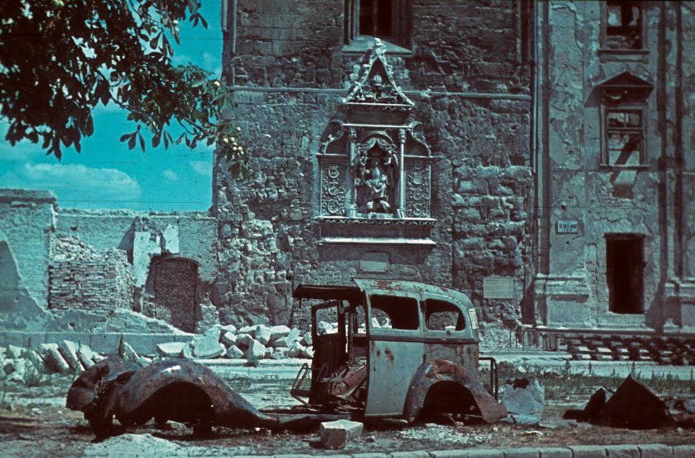 Fotó: Budai Vár, Hess András (Ince pápa) tér, Szent Miklós torony, 1945 © Fortepan/Schermann Ákos