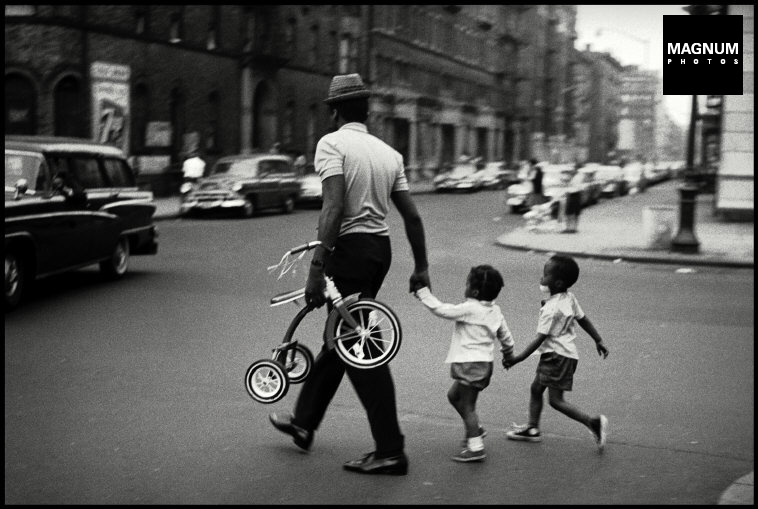Fotó: Leonard Freed: New York City, Harlem, 1963 © Leonard Freed/Magnum Photos
