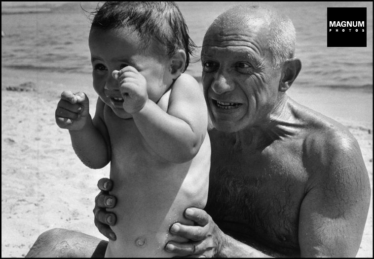 Fotó: Robert Capa: Picasso és fia, Claude, 1948 © Robert Capa © International Center of Photography/Magnum Photos