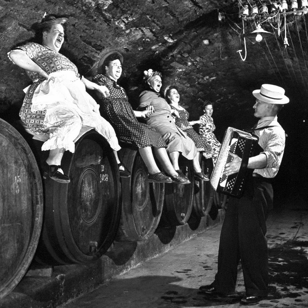 Fotó: Ralph Crane: Szüreti mulatság, Németország, 1953 © Ralph Crane—The LIFE Picture Collection/Getty Images