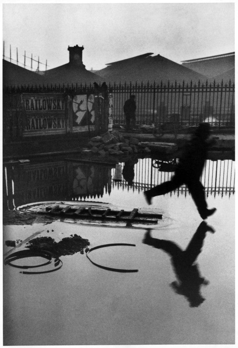 Fotó: Henri Cartier-Bresson: Behind the Gare Saint-Lazare, Paris, 1932 © Henri Cartier-Bresson