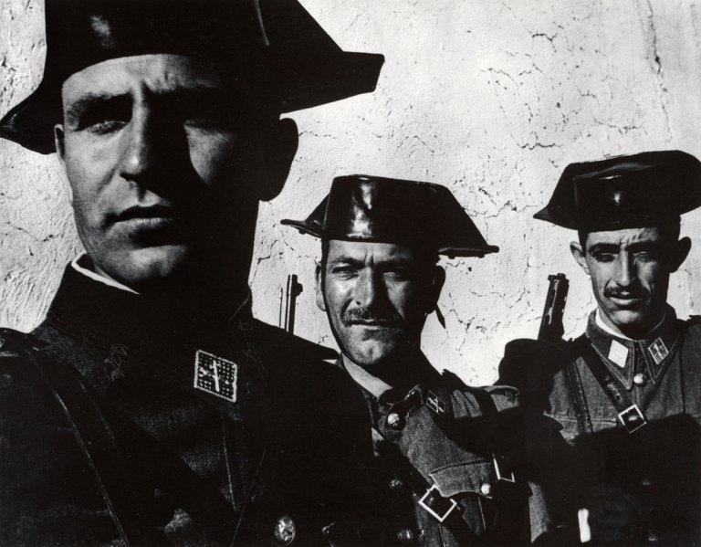 Fotó: W. Eugene Smith: Guardia Civil, Spain, 1950 © W. Eugene Smith