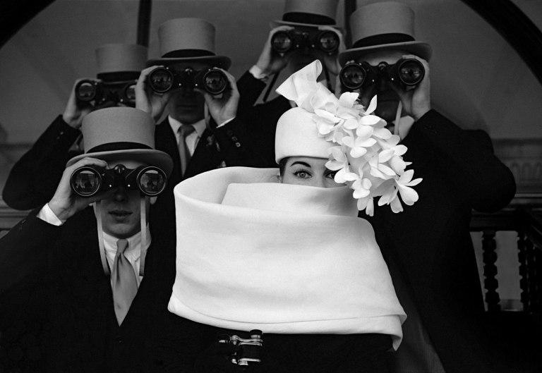 Fotó: Frank Horvat: Givenchy Hat For Jardin des Modes, Paris, 1958  © Sammlung F.C. Gundlach Hamburg