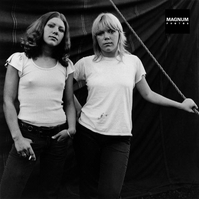 Fotó: Susan Meiselas: Rockland, Maine. Debbie és Renee, 1972 © Susan Meiselas/Magnum Photos