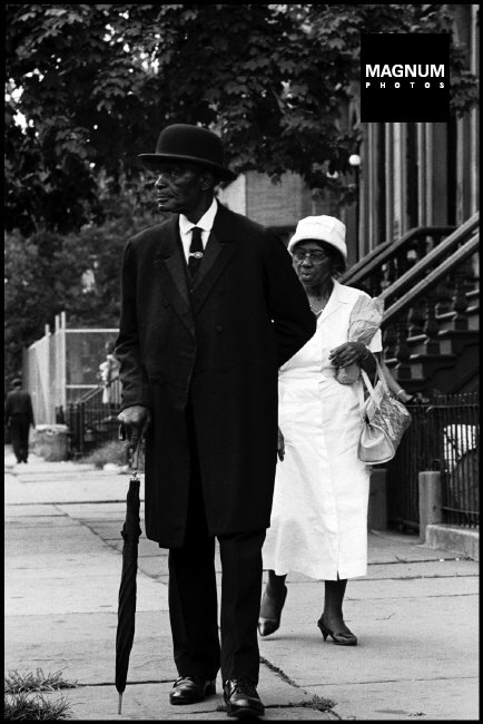 Fotó: Leonard Freed: Vasárnap reggel Harlemben, 1963 © Leonard Freed/Magnum Photos