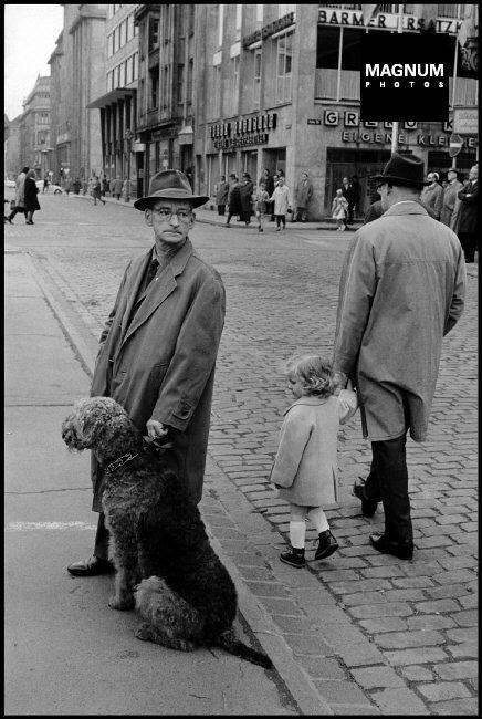 Fotó: Leonard Freed: Vasárnap, NSZK, 1965 © Leonard Freed/Magnum Photos