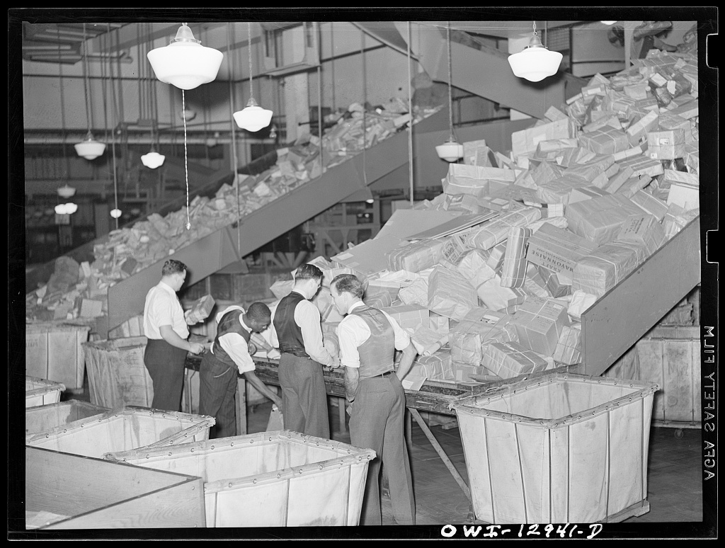 Rothstein Arthur: Karácsonyi csomagok a washingtoni postán, 1938 © Farm Security Administration - Office of War Information Photograph Collection (Library of Congress)