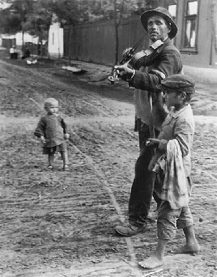 kertesz_1921.jpg