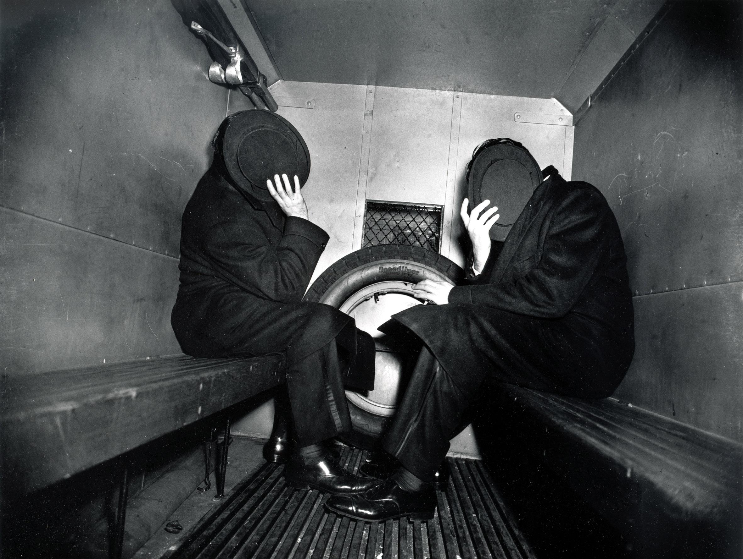 Fotó: Weegee: A rabszállítóban, 1942. január 27. © Courtesy Institute for Cultural Exchange, Germany 2018