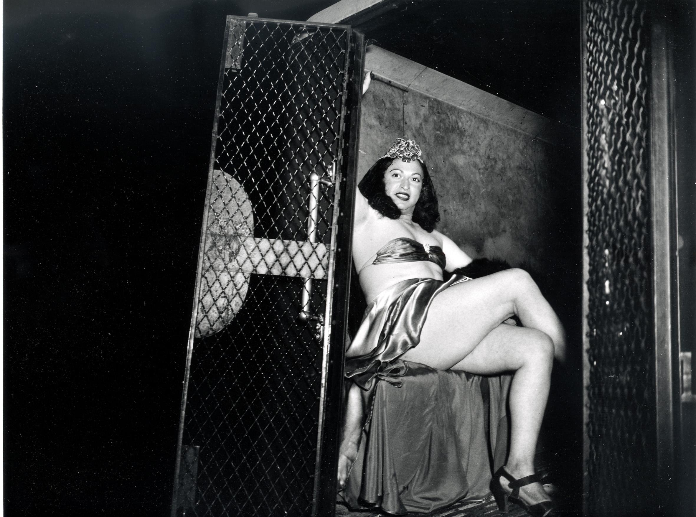 Fotó: Weegee: ... a rabomobilban, 1939 k. © Courtesy Institute for Cultural Exchange, Germany 2018