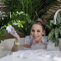 Kiss Ramóna is fürdik...
