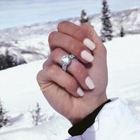 Gyűrűt visel Vajna Tímea...