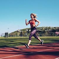 A futást népszerűsíti Mádai Vivien...