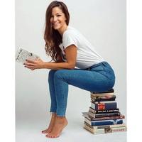 Szenvedélye az olvasás...