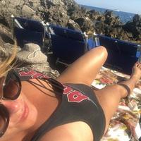 A tengerparton pihen a népszerű énekesnő...