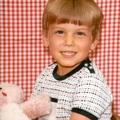Gyerekkori képet posztolt a népszerű színész...
