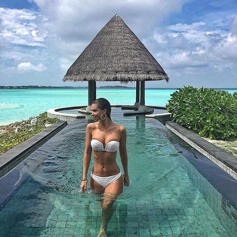 dukai_regina_furdoruhaban_setal_a_maldiv_szigeteken.jpg