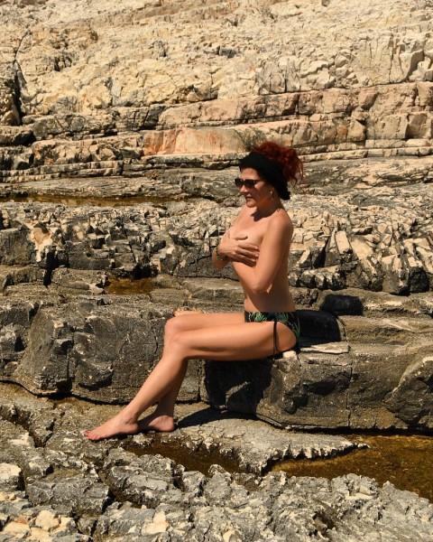 madar_veronika_megvalt_bikini_felsojetol_horvatorszagban.jpg