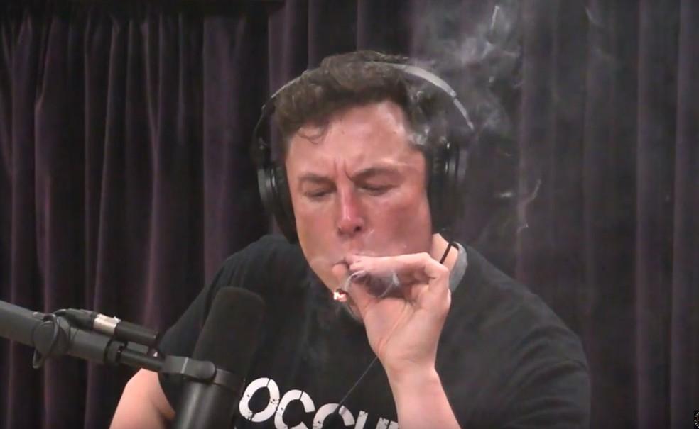 elon-musk-smokes-weed_makeitcount.jpg