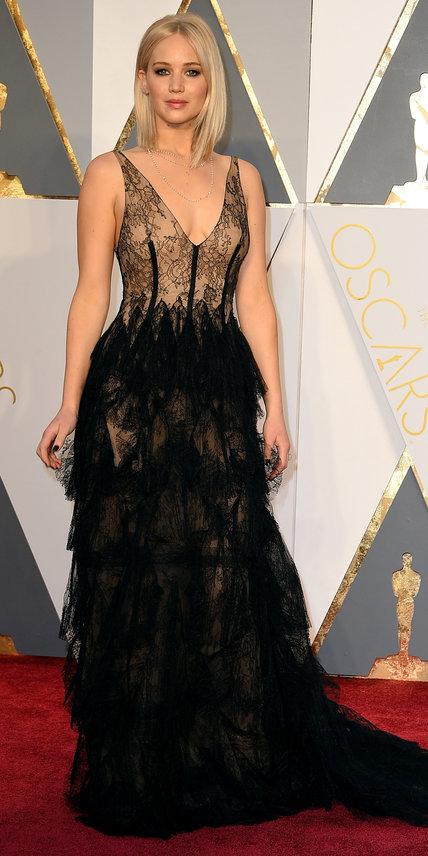 Jennifer Lawrence - Ruha: Dior l Ékszer: Chopard.