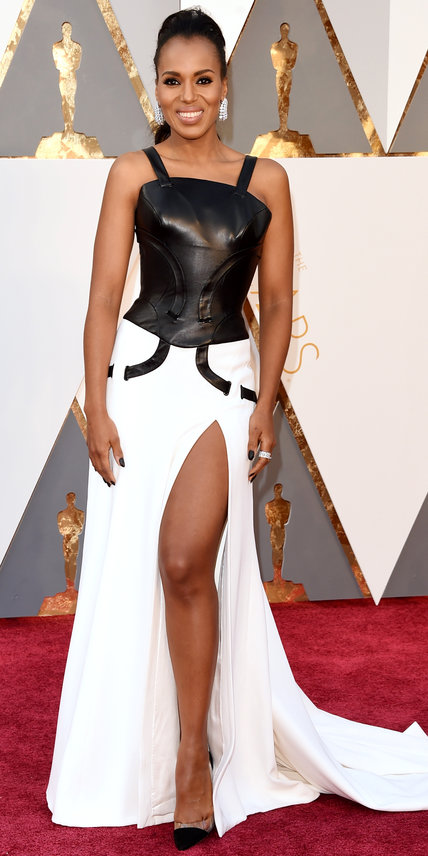 Kerry Washington - Ruha: Atelier Versace l Ékszer: Harry Winston