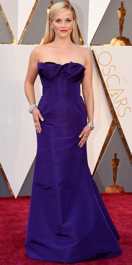 Reese Witherspoon - Ruha: Oscar de la Renta l Ékszer: Tiffany & Co.